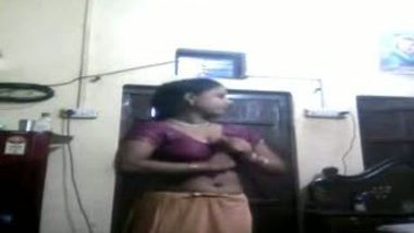 Mallu maid dress changing front of cam