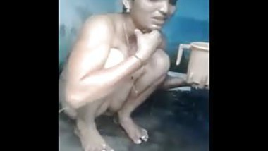 Indian milf bathing and showing her stunning pussy
