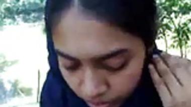 BANGLA COLLEGE GIRL SUCKING DICK IN PARK
