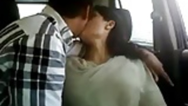 kashmiri gf giving a blowjob and getting fingered in car