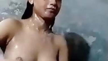 cute Sri Lankan fresh boobs desi girl bathing