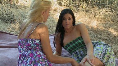 India Summer gives Payton Leigh multiple orgasms
