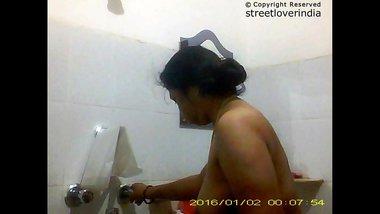Indian Bengali Aunty Mili bathing Full video Part 2