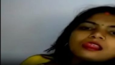 Homely gujarati bhabhi sexy masturbation in saree