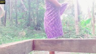 sri lankan outdoor bathනාන්න කලින් රෙද්ද ගලවලා කොල්ලට පෙන්වද්දි අම්මා දැක්ක
