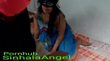 Sri lanka girl in a room රූම් එකට ගහිල්ලා ගත්ත පට්ට සැප