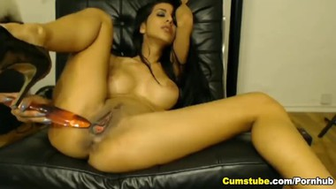 Gorgeous Sexy Babe Plays her Tight Pussy