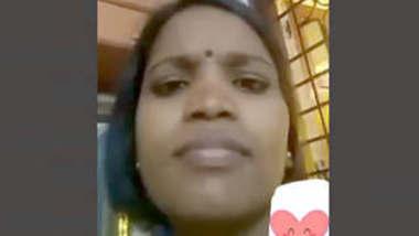Desi bhabhi showing boobs