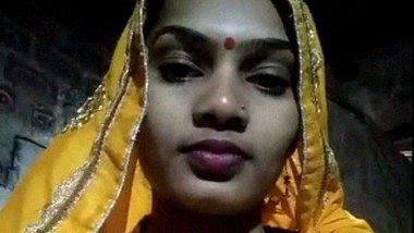 Dehati desi bhabhi from Kareli naked MMS