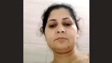 Indian Sexy Bhabhi fingering