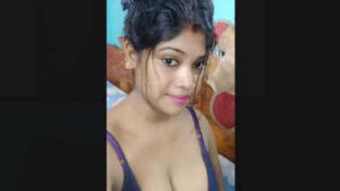 Sexy Bhabhi Showing Boobs Part 2