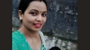 Sexy UP Bhabhi Bathing