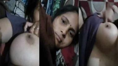 Sweet Desi Bhabhi exposing her nice juicy melons on cam