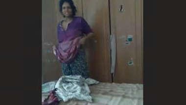 bangali Bhabhi Wearing Cloths