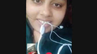 Hot look Desi Clg Girl Showing her Boobs on Video Call New Leaked Mms