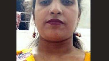 Desi Bhabhi Showing Boob and Pussy