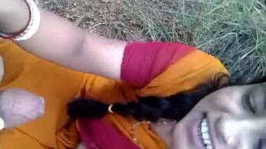 Cute bhabhi Outdoor blowjob to young lover