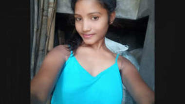 Desi Cute Girl Nude selfie pics and Videos