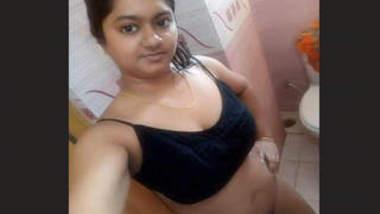 Sexy bangladeshi Girl Bathing and Musterbate 1