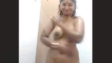 Cheating Bhabhi bathing and video calling with lover