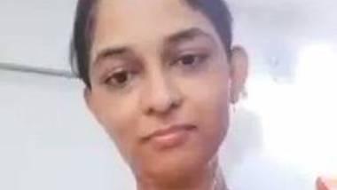 Girl from Mumbai bathing video clip