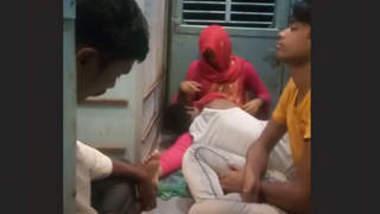 Couple romance in train new clips