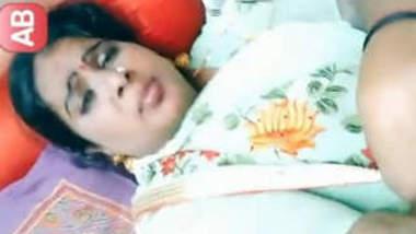 Sexy Mallu Bhabhi Flash Her Boob In App Part 1
