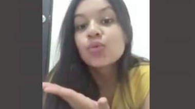 Desi Babe Showing Ass