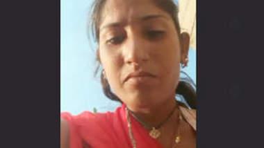 Desi Village Aunty Recorded Her Pissing Vid