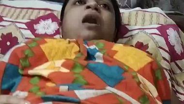 Bengali boudi in gown masturbating