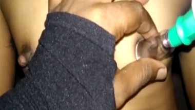 Desi small tits play MMS sex video for the first time
