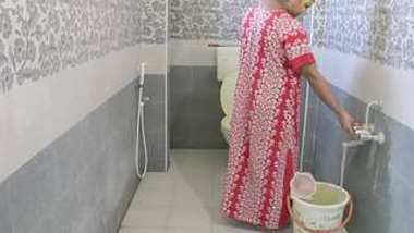 Desi bbw bhabi bath video