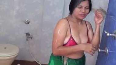Desi big boob aunty bath