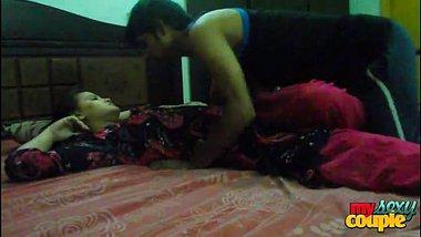 XXX vidio of an amateur couple enjoying a romantic home sex session