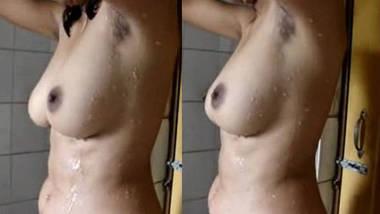 super hot kolkata gf selfmade bathing video wid audio