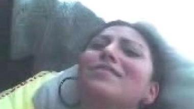 Lucknow me bhabhi naukar ki Indian sexy porn clip