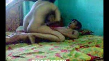 Mature bhabhi enjoys a romantic sex session with her neighbor