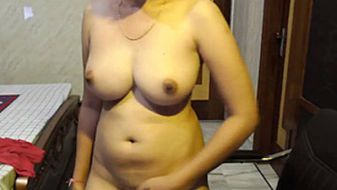 Beautiful Completely Nude Girl