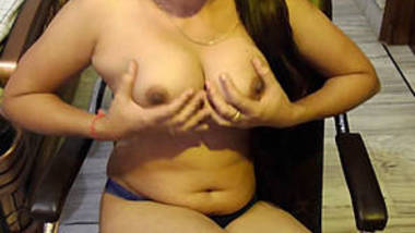 Desi Girl Playing with boobs Cam Show
