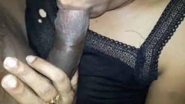 Desi girl beautiful sucking