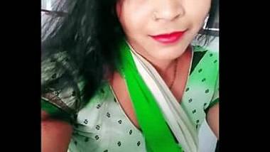 Hot marwadi housewife bhabhi roshni milky navel cleavage show