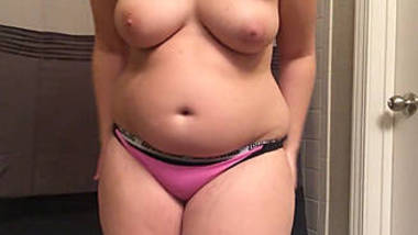 Gorgeous Chubby Babe Nude Show