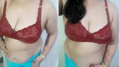 Shalini aunty hot strip tease.