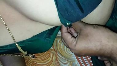 Noida mai bibi ki saheli ko chod kar pregnant kar dia