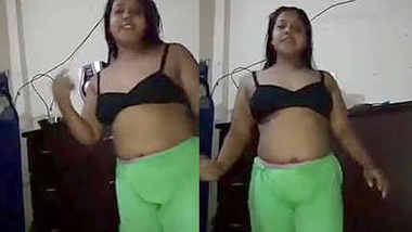 Desi randi bhabhi dancing in bra with hindi song