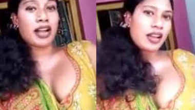Very sexy andhara Aunty with deep clevage talking