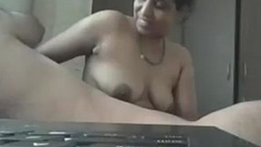 Desi aunty handjob n hubby playing her boobs