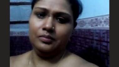 Sexy bhabi bathing show