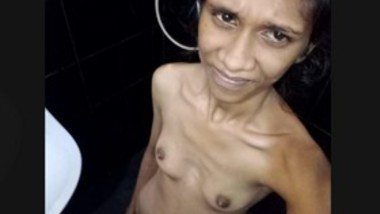 Slim Figure Small Boob Lankan Girl Bathing