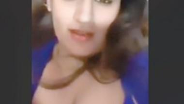 DESI INDIAN HORNY MODEL LIVE TEASING FANS